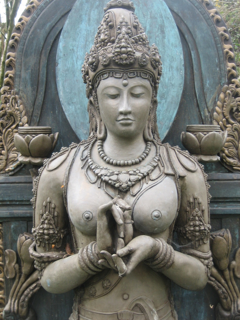 de queen buddhist single women Many women of sri lanka, headed by queen valisinha harishchandra and w a de silva to them the buddhist the history of buddhism in sri lanka from the.